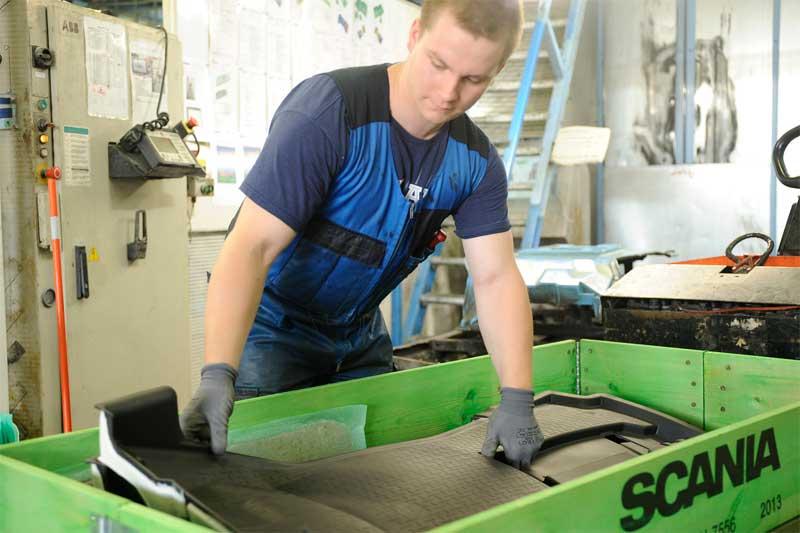 Hydnum valmistaa autonmattoja kumista ja polyuretaanista.