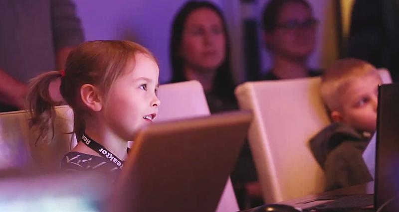 Vuodesta 2016 lähtien kaikki suomalaislapset tulevat tutustumaan ohjelmointiin myös koulussa, kun ohjelmointi tulee osaksi perusopetusta.