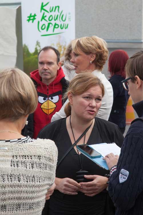 Opetus- ja viestintäministeri Krista Kiurun mielestä lukiokoulutuksen ja työelämän yhteyksiä on vahvistettava.