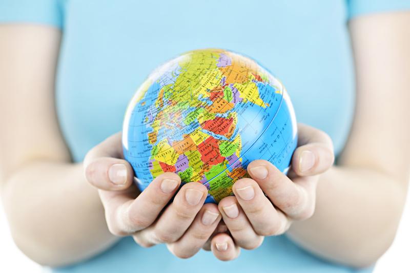 Maapallo_kädessä_Shutterstock_EUesite