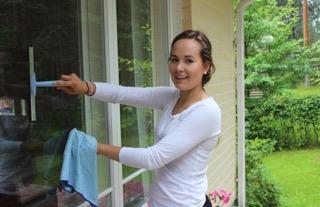 Sara Tuomaala ryhtyi ikkunanpesuyrittäjäksi.